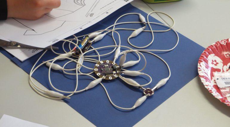(5) Ein Arduino LilyPad verkabeln