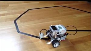 Viivaa seuraava robotti
